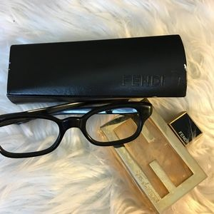 FENDI HARD SHELL TWIST GLASSES CASE